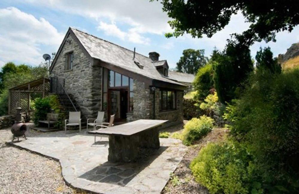 Tudor-cottage